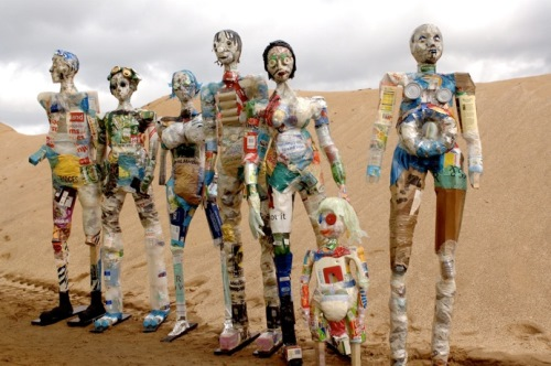 seven-wasted-men-life-size-figures-made-out-of-scrap-wood-and-household-waste